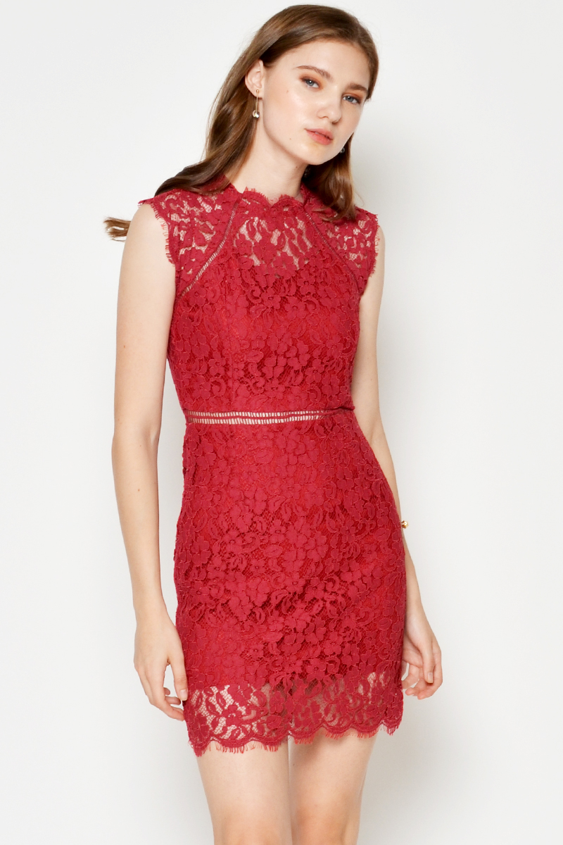 CECILY HIGHNECK LACE DRESS RED