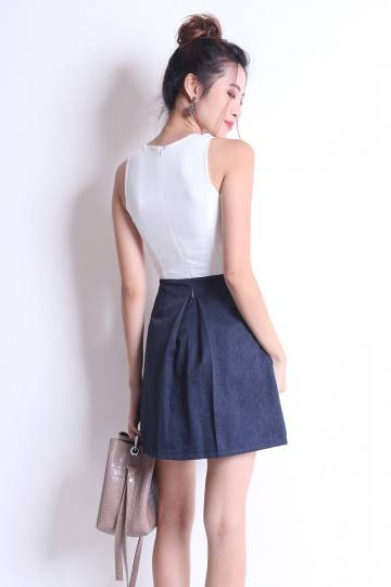 PARSONS PLEATED CENTER DRESS IN WHITE/NAVY[S/M/L]