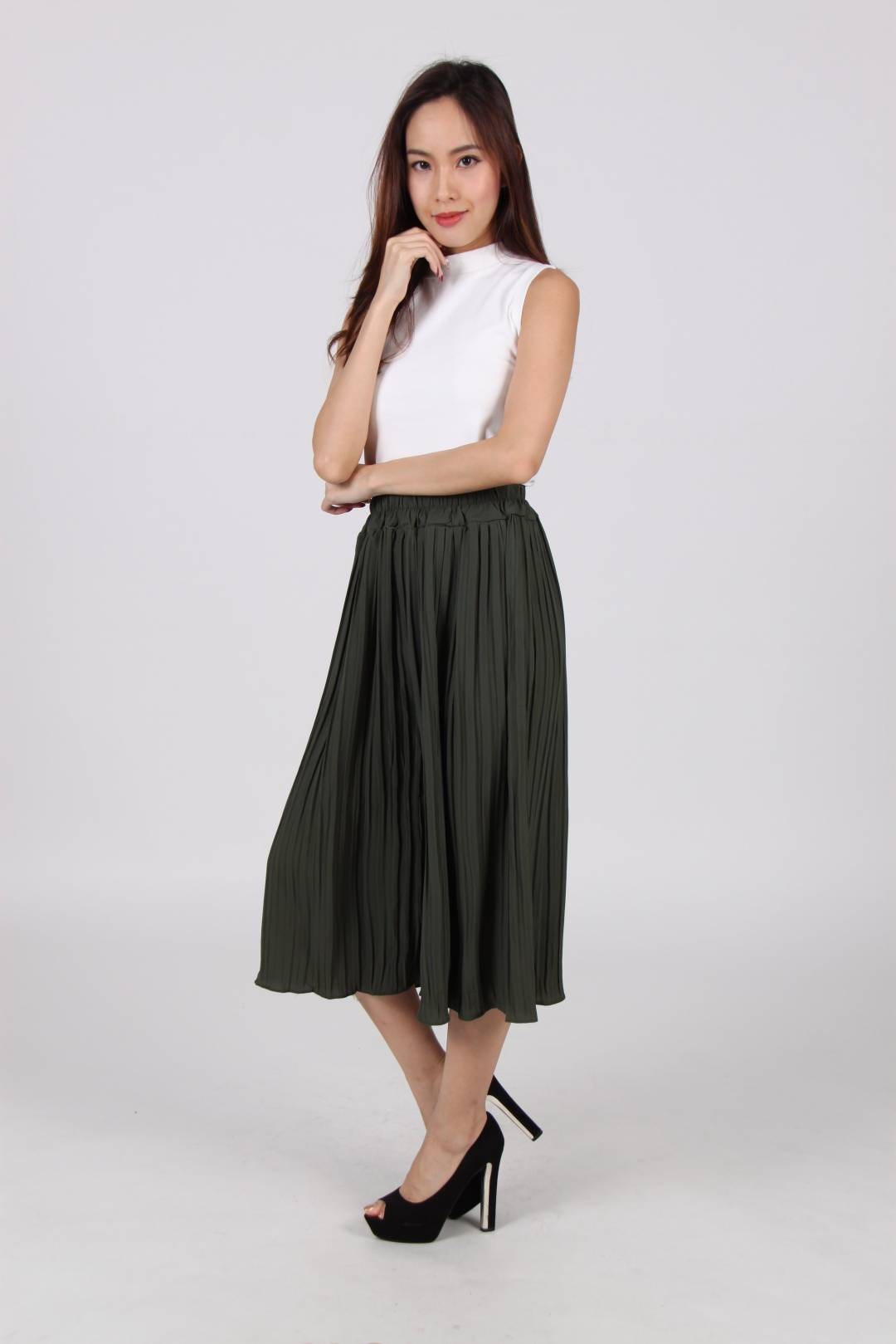 Pleated Wide Leg Culottes In Olive
