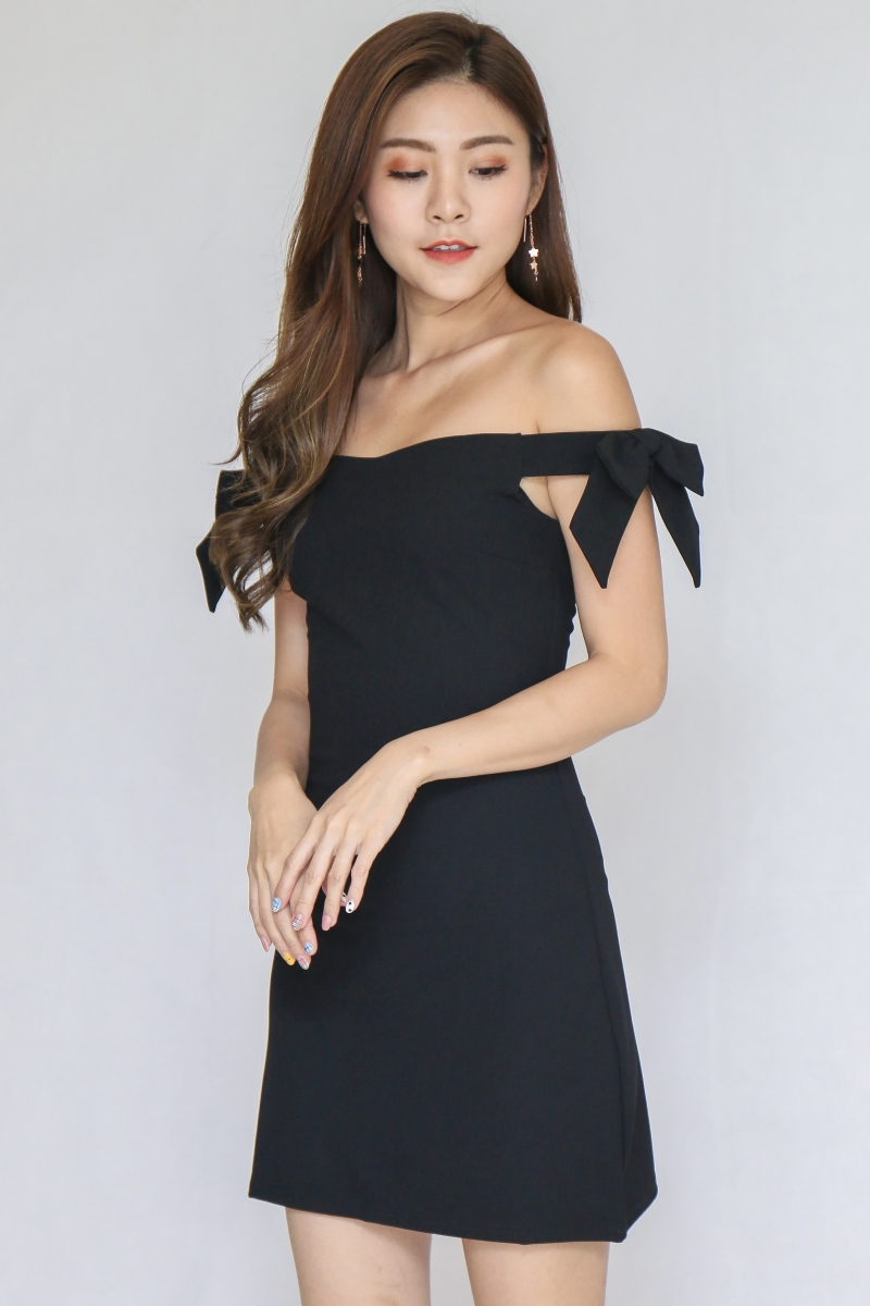 Ribbon Off Shoulder Dress In Black (Size L)