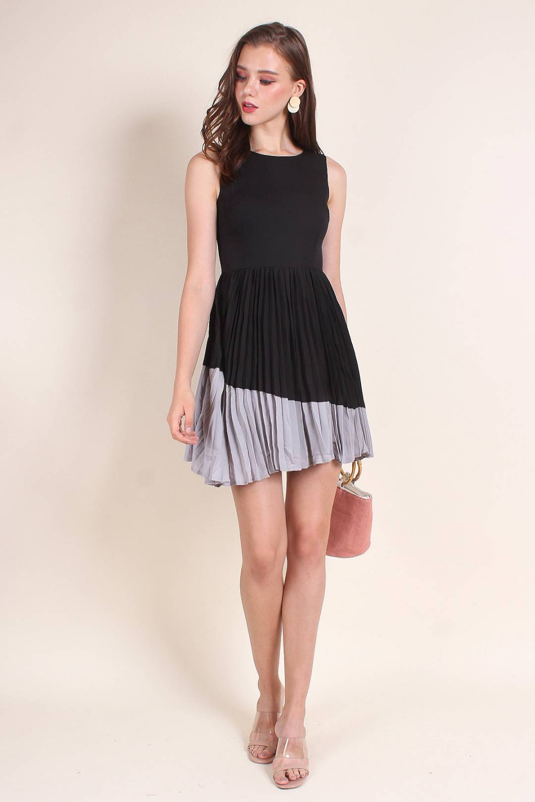 MADEBYNM EMMETT A-LINE COLOURBLOCK PLEAT DRESS IN BLACK/GREY [XS/S/M/L]