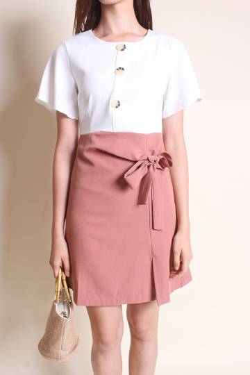 MADEBYNM LEIGH BUTTONS WAIST-TIE DRESS IN WHITE/PINK MAUVE [XS/S/M/L]
