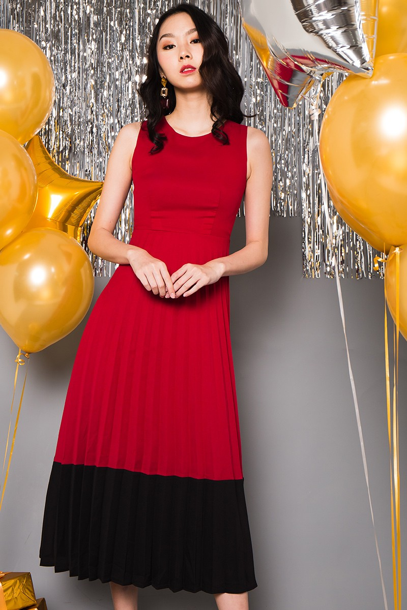 *PREMIUM* Holly Pleated Maxi Dress in Cherry/Black