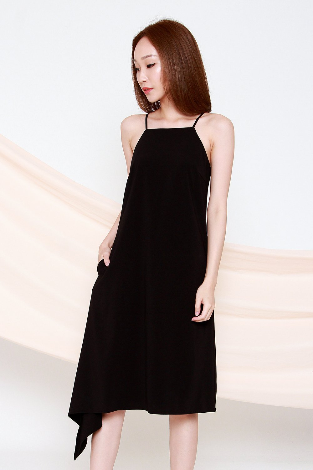 ZOIE SOLID BLACK DIP-SIDE MIDI