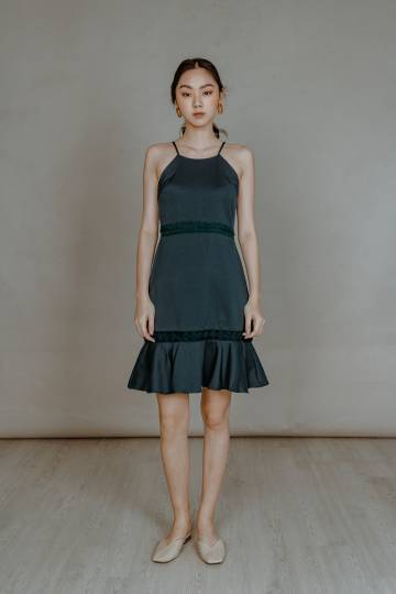 CROTCHET PANEL RUFFLE DRESS (FOREST GREEN)