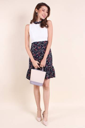 MADEBYNM DARALYN DETACHABLE COLLAR FLORAL DRESS IN WHITE/NAVY [XS/S/M/L/XL]