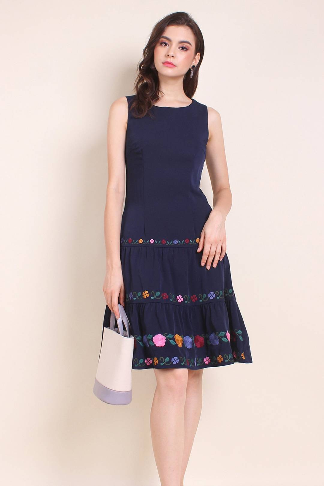 MADEBYNM GARDENIA FLORAL EMBROIDERY A-LINE TIER DRESS IN NAVY BLUE [XS/S/M/L/XL]