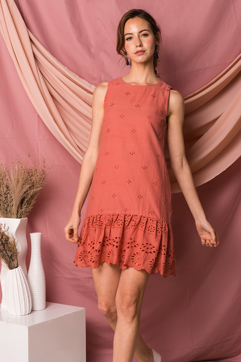 Jacintha Eyelet Dress with Scallop Hem in Coral