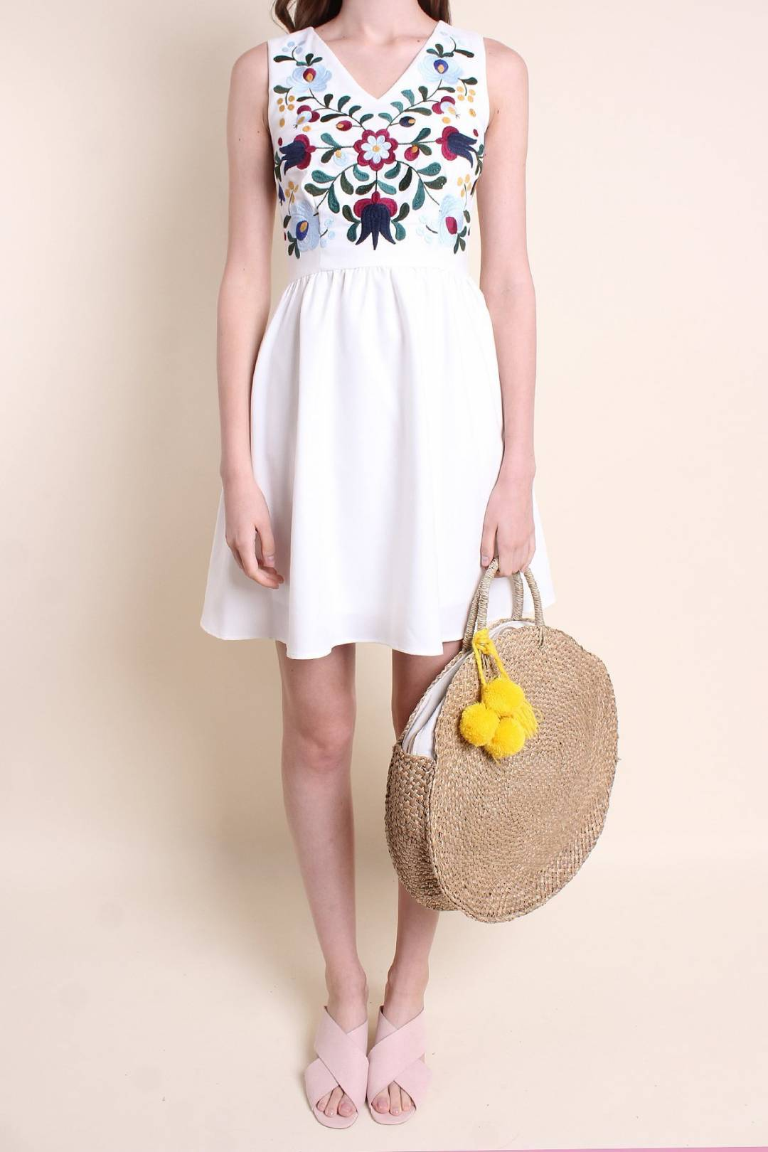 MADEYNM PARISA EMBROIDERY FIT N FLARE DRESS IN WHITE [XS/S/M/L/XL]