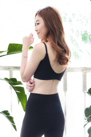 Jenith Scoop Back Sports Bra in Black