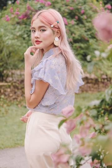[Restocked] Della Floral Ruffle Blouse in Periwinkle