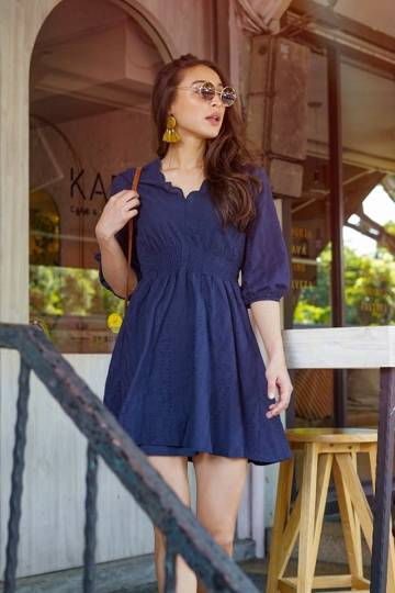 LOVIN SCALLOP EYELET SLEEVE DRESS (NAVY)