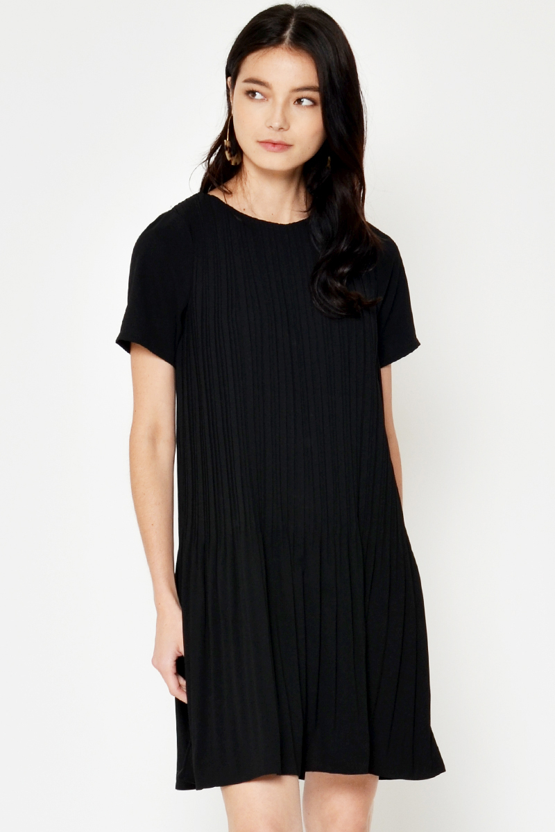CRISSA PLEATED DRESS BLACK