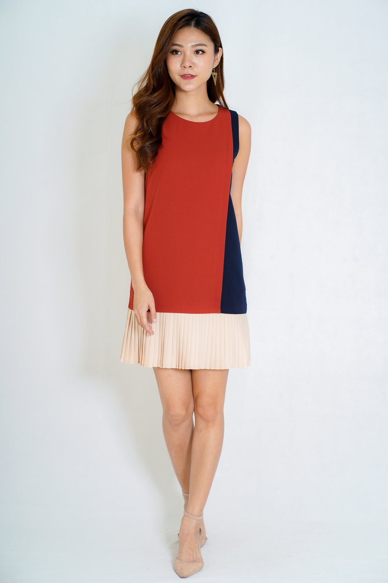 Abby Colourblock Pleated Dress In Coral/Pink (Size L)