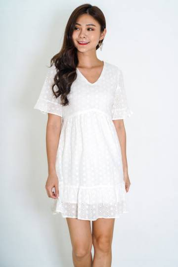 Wellesley Eyelet Babydoll Dress in White (Size M)
