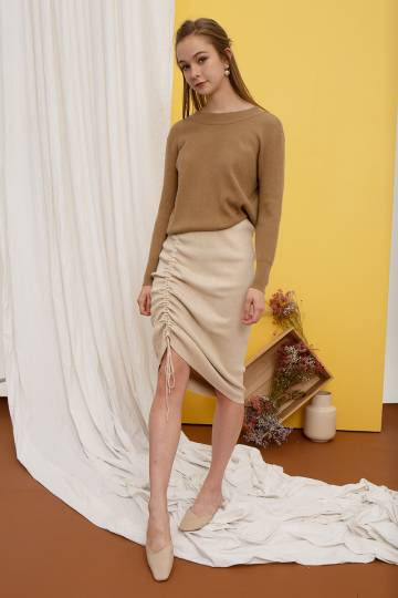 Colyn Soft Knit Pullover in Toffee