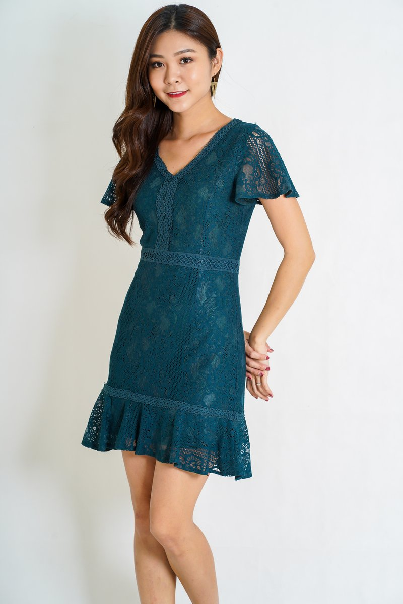Isie Panel Lace Flutter Dress in Forest Green (Size L)