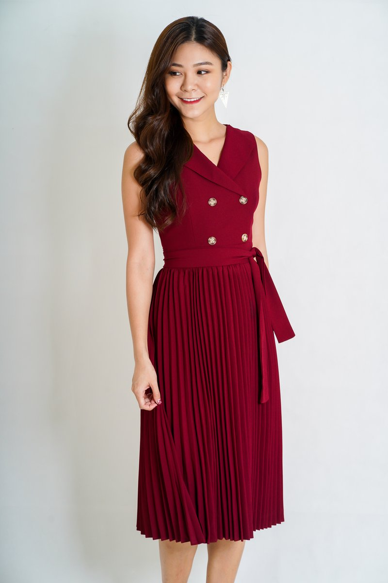 Lexie Pleated Midi Dress In Red
