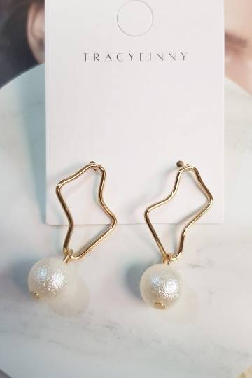 Pretty Pearl Irregular Earrings