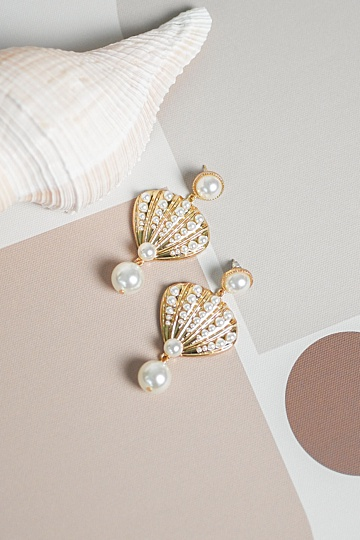 Laurel Seashell Pearl Earrings