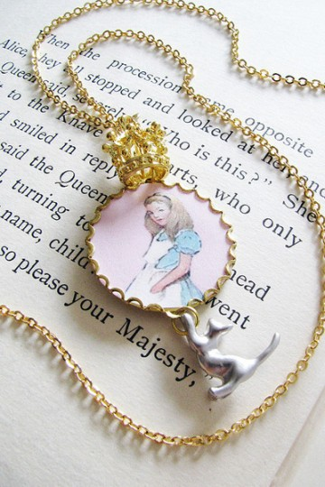 queen alice and dinah necklace - pling