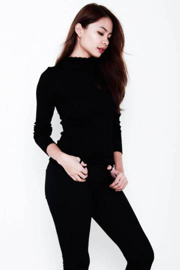 Brooke Turtle-Neck Ribbed Knit LS Top in Black